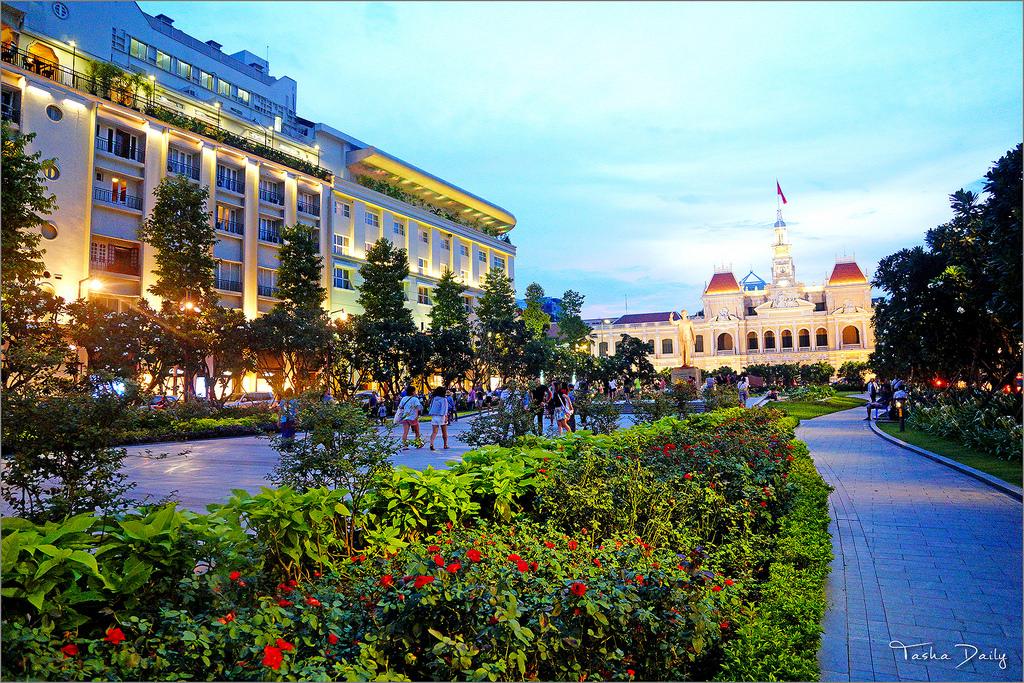 胡志明自由行︱胡志明市City Hall.法式建築的日夜風情
